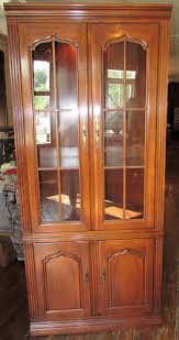 Lighted Display Cabinet Thomasville Lighted Cabinet 2 Glass Doors Above Phantastic Phinds