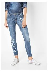 Denim Blue Slim Fit Jeans Met Geborduurde Details Jeans 3 Embroidery