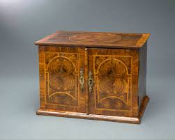 Small Furniture Very Rare William And Mary Oyster Veneered Small Table Cabinet