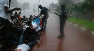 le siege de l ua des opposants arrêtés après un sit in devant le siège de l ua à