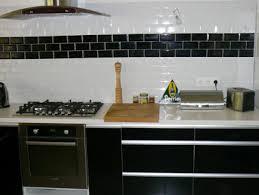 modele carrelage cuisine cuisine meubles stratifie noir brillant carrelage mural noir blanc