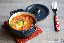 cuisiner des cailles en cocotte mini cocottes de tomates et oeufs de cailles