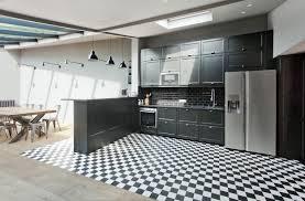 carrelage cuisine noir brillant carrelage sol noir brillant foyer avec un sol noir brillant