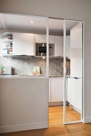 porte coulissante separation cuisine la porte coulissante en verre gain d 39 espace et of porte usine