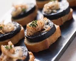 cuisiner le boudin toasts au boudin noir et fondue d oignons recette amuses bouches