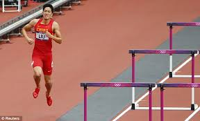 london 2012 olympics liu xiang falls in 110m hurdles daily mail