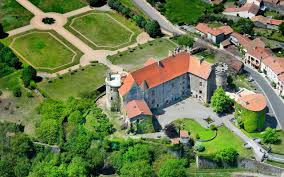 chateau pour mariage location pour mariage en auvergne château de saturnin