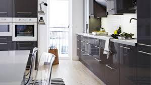cuisine ikea gris brillant meuble cuisine laqué plan de travail blanc ikea