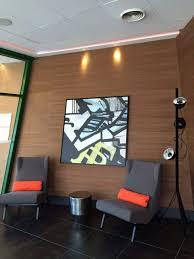 disposition bureau rénovation bureau d accueil avec la mise en place de tableaux