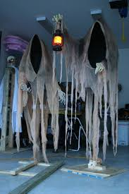 Scary Halloween Door Decorations by Best 25 Scary Decorations Ideas On Pinterest Scary Halloween