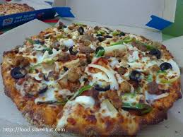 domino pizza hand tossed domino s pizza extravaganzza hand tossed pizza stop look and