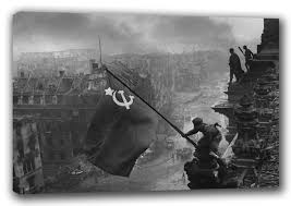 Soldiers Lifting Flag Soviet Union Soldiers Raising The Flag On The Reichstag Berlin