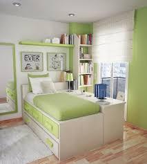 chambre ado petit espace chambre ado petit espace idees vert menthe blanc coussins etageres