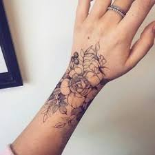 loving the placement of this floral wrist by
