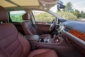 volkswagen touareg interior 2004 2014 volkswagen touareg reviews and rating motor trend