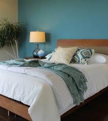 chambre bleu et blanc peinture murale idee comment amenager une chambre bleu canard lit
