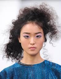 cheveux bouclã s coupe coiffure rock cheveux bouclés tendance nos idées de coiffures