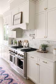 white kitchen cabinets with quartz countertops 70 white cabinets with white countertop going out of