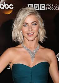 how to make your hair like julianne hough from rock of ages julianne hough goes back to blonde hair after short lived pink dye