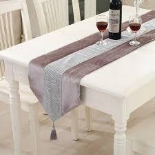 chemin de table mariage moderne chemin de table flanelle diamant table mariage coureurs