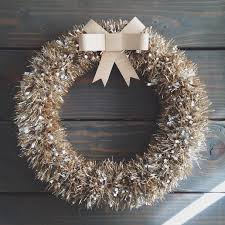 made a 5 minute tinsel wreath using the tutorial from my blog