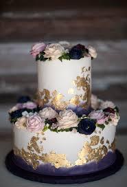 wedding bans hochzeitstorte ansprechend purple wedding cake gold leaf