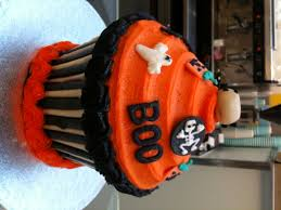 giant halloween cupcake from lola u0027s cupcakes big cupcake