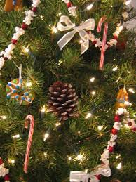 simplify your tree cranberries popcorn and garlands