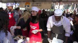feeding the homeless on thanksgiving emmy rossum arriving at the los angeles mission thanksgiving for