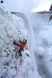 climbing frozen niagra falls totallycoolpix