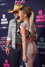 jason aldean wedding ring jason aldean shares why he wears a rubber wedding band