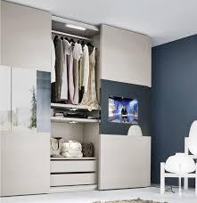 armoire chambre a coucher porte coulissante armoire blanche dans la chambre à coucher 25 designs armoires
