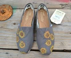 How To Decorate Shoes Best 25 Decorate Shoes Ideas On Pinterest River Rock Crafts