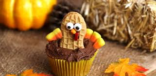 thanksgiving cupcake cake ideas celebrate thanksgiving with these adorable turkey cupcakes