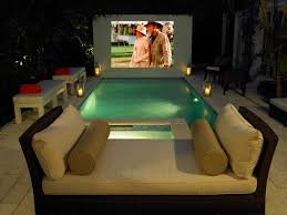10 tips for bringing movie night into the backyard