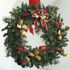 battery operated wreath 10 front door christmas wreaths you can buy right now or diy