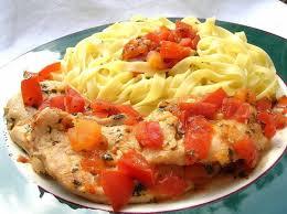 cuisiner le blanc de poulet recette de blanc de poulet au pistou et à la tomate la recette