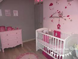 chambre bb fille décoration chambre bébé fille stickers tour lit fuchsia
