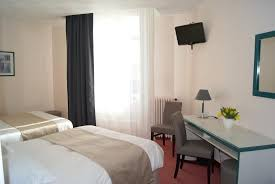 hotel baignoire dans la chambre chambre familiale avec baignoire photo de hotel de l univers