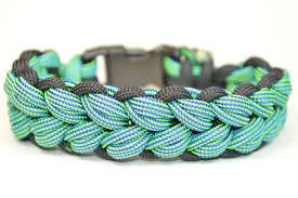 weave survival bracelet images Make the quot shawns weave quot paracord survival bracelet jpg