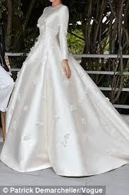 wedding dress miranda kerr miranda kerr shares snaps of wedding to snapchat founder daily