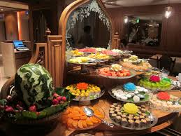 enchanting stand up buffet table decors with wooden dome