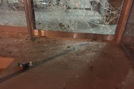 siege cfdt loi travail le siège de la cfdt attaqué lors d une manifestation