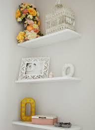 étagères chambre bébé chambre bébé fleurie avec du liberty bébé enfant et décoration