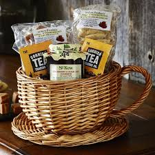 cheap baskets for gifts 18 best geskenke images on gift baskets gift hers