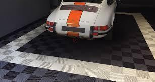 amenagement garage auto dalles de sol garage sport auto polydal revêtement de sol