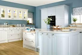 cuisine blanche et bleue cuisine blanche classique awesome cuisine troite with cuisine