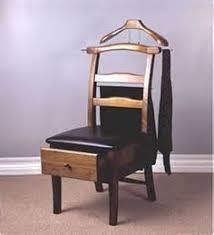 valet de pied valet de chambre le valet de nuit au goût du jour bois détourné chaises roses et