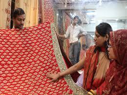 dhaka sarees slum dwellers bring pride revenues for bangladesh silent heroes