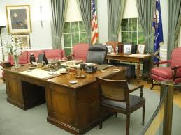Oval Office Desk Harry Truman S Oval Office Desk Picture Of Harry S Truman
